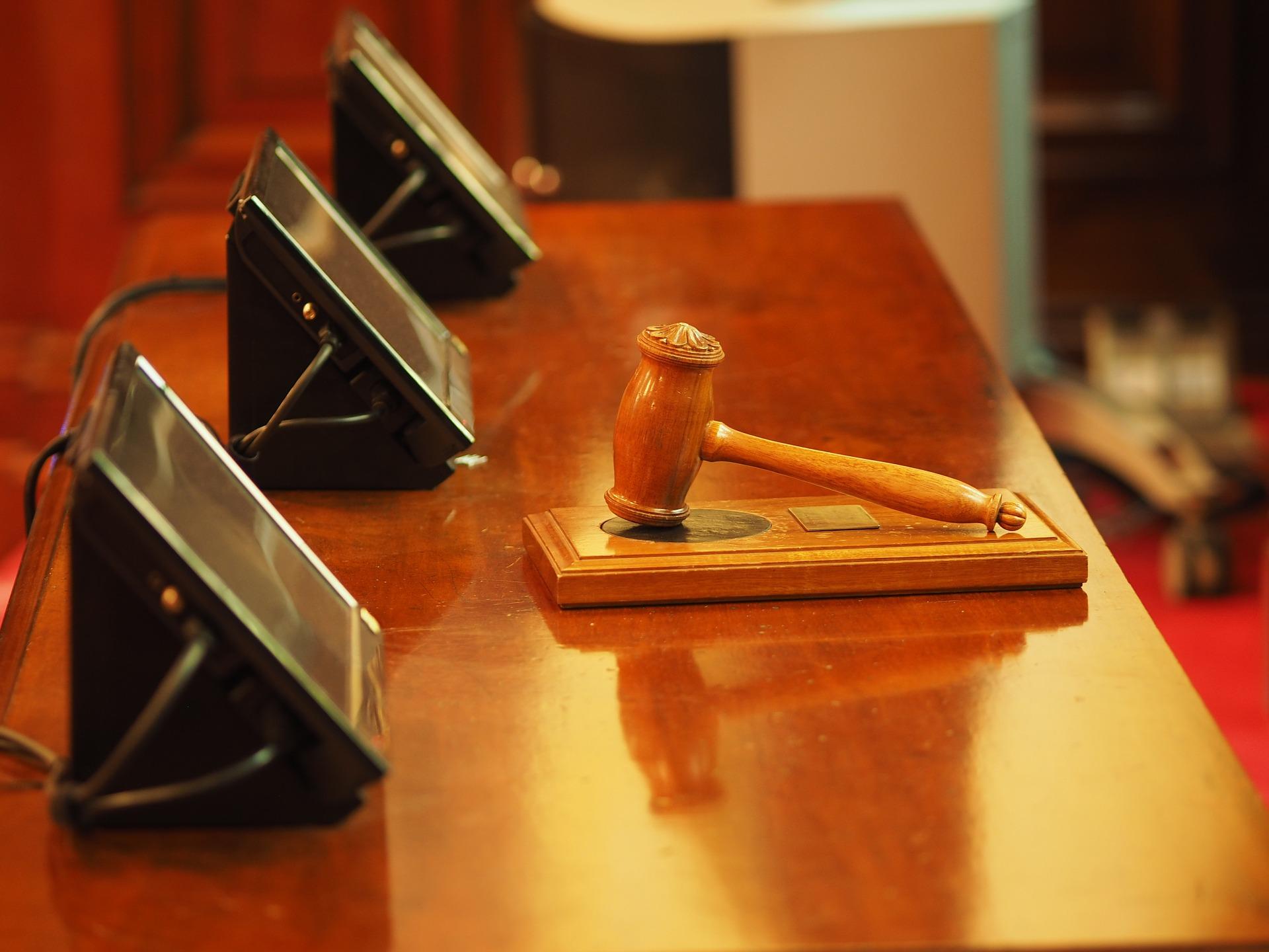 El juzgado absuelve al 'pequeño Nicolás' de los delitos de calumnias e injurias al CNI.
