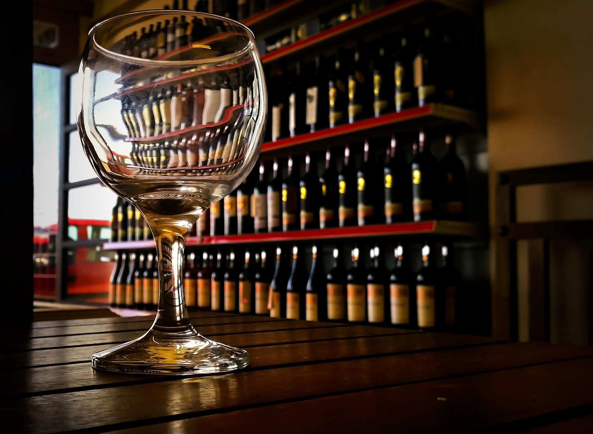 Condenado por arruinar una bodega, tras vender 1,5 millones de botellas de vino, por debajo del precio de coste.