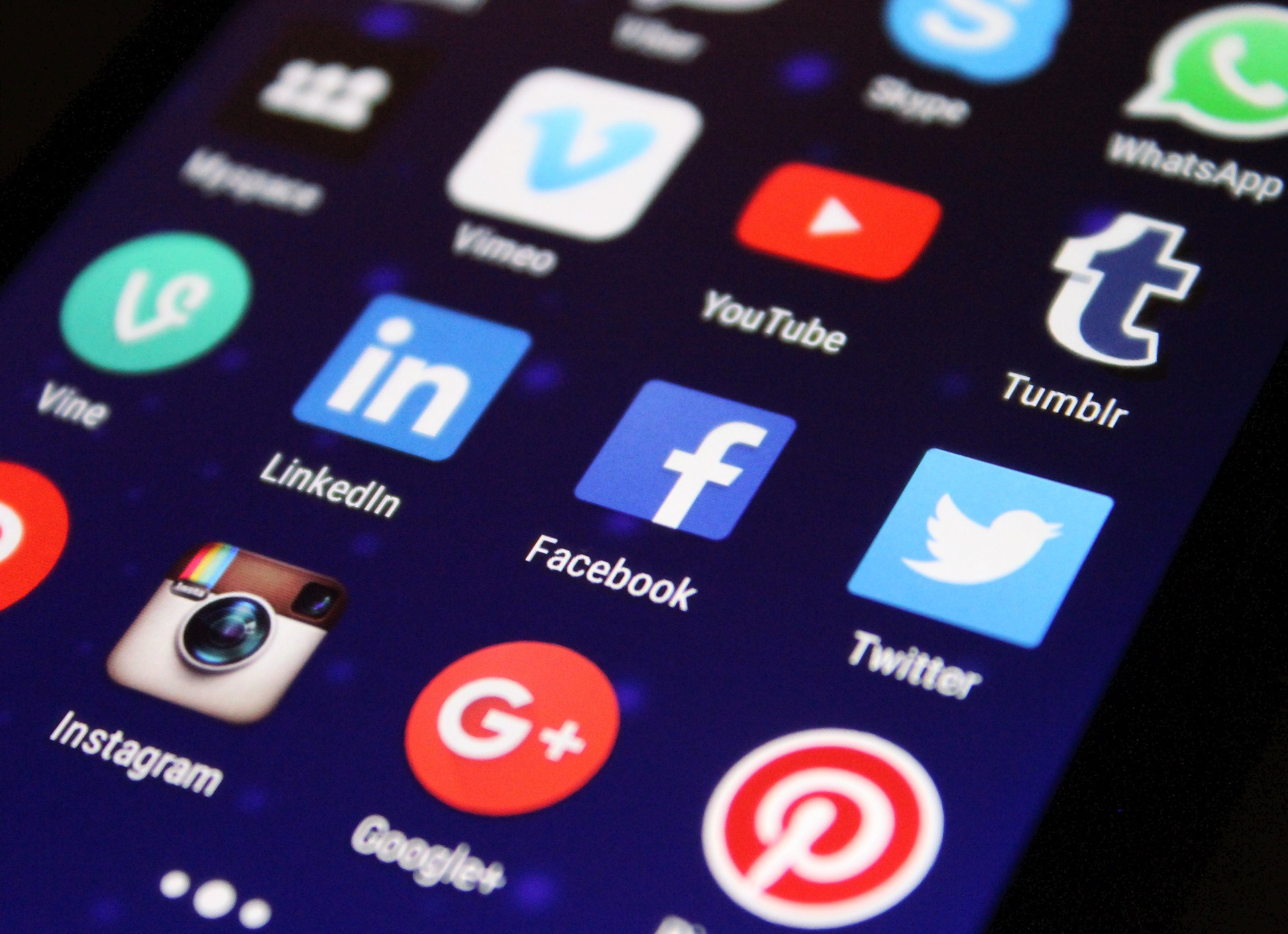El Tribunal Supremo avala la crítica sarcástica en Twitter y el uso de imágenes publicadas en Internet en cuentas privadas