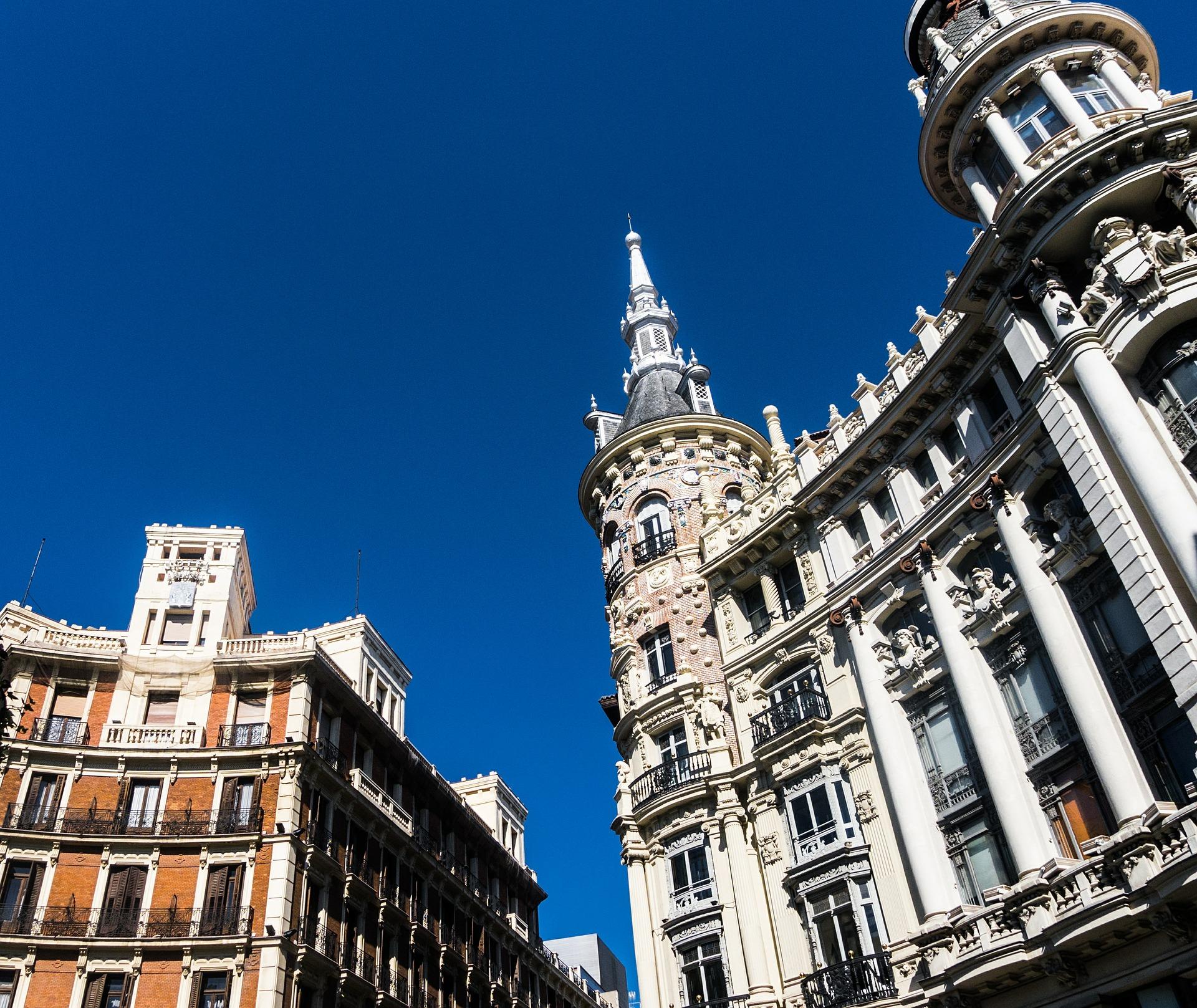 Condena a cesar en el uso de dos viviendas del edificio como pisos turísticos